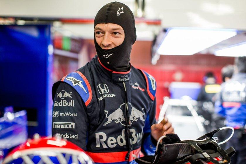 Toro Rosso - Kvyat 001 - @Toro Rosso.jpg